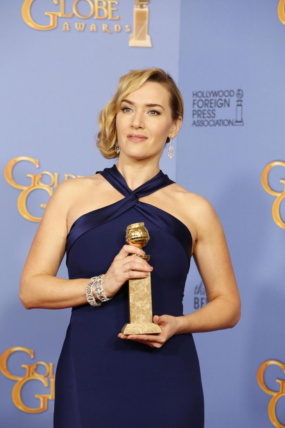 Kate Winslet, vestito blu firmato Dior ai Golden Globe8