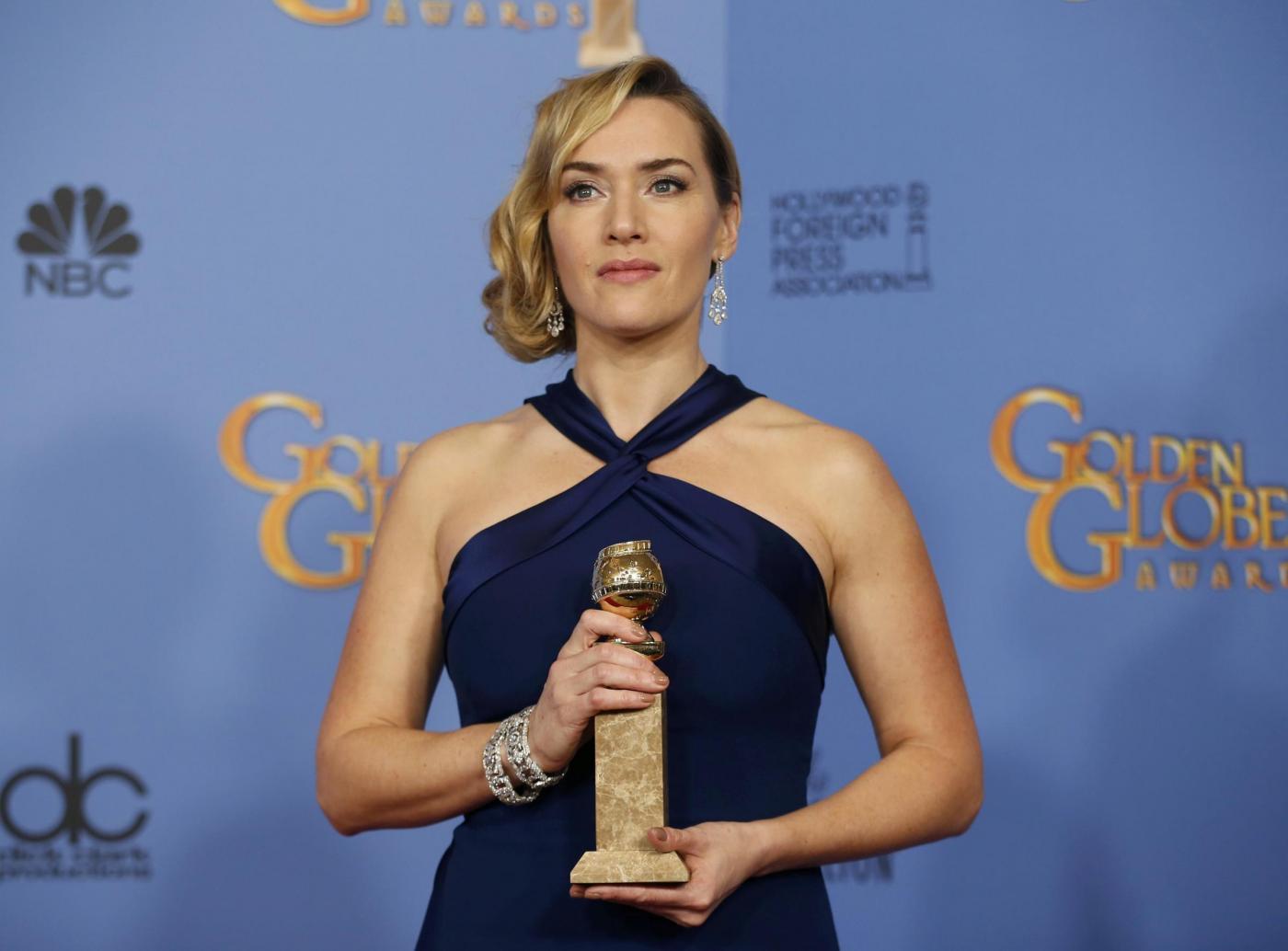 Kate Winslet, vestito blu firmato Dior ai Golden Globe3