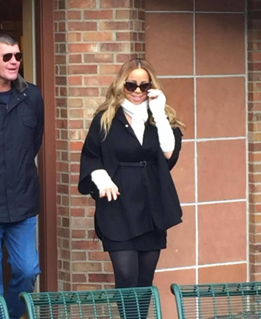 """Mariah Carey si sposa per la terza volta con l'imprenditore 48enne James Parker. La notizia viene confermata dal settimanale """"Us Weekly"""" che pubblica la foto della mano della popstar con un anello al dito da 35 carati14"""