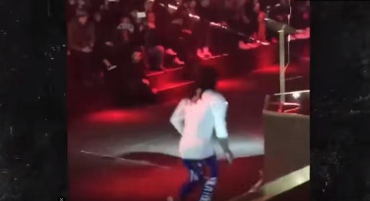 Lil Wayne lancia microfono in aria e se ne va