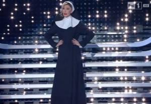 Virginia Raffaele imita Belen Rodriguez a Sanremo FOTO