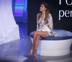 Belen Rodriguez, tutina a fiori firmata Philosophy FOTO