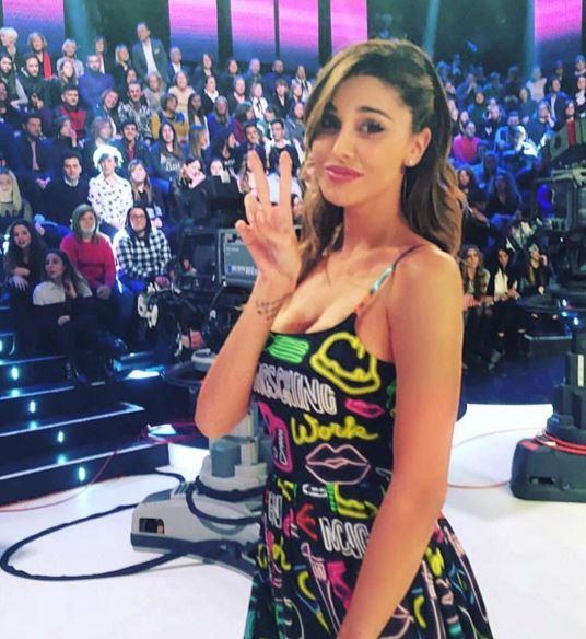Belen Rodriguez, abito firmato Moschino a Pequeños gigantes FOTO