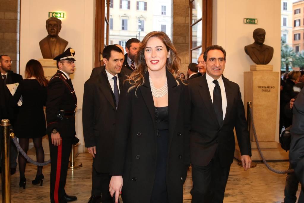 Maria Elena Boschi, rossetto rosso e look total black FOTO