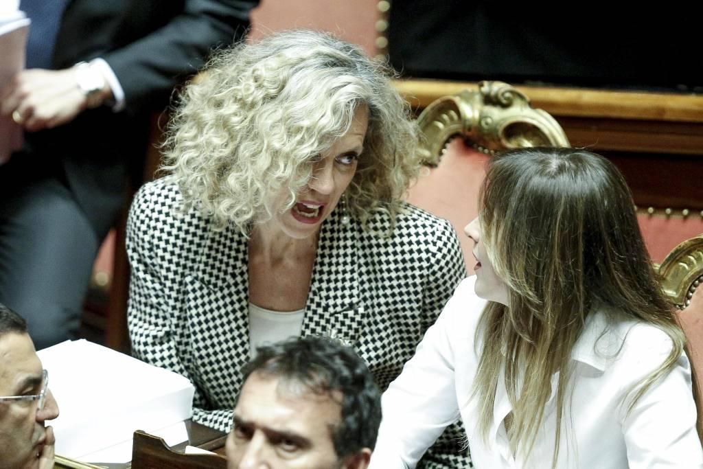 Maria Elena Boschi, longuette, camicia bianca e tacchi FOTO