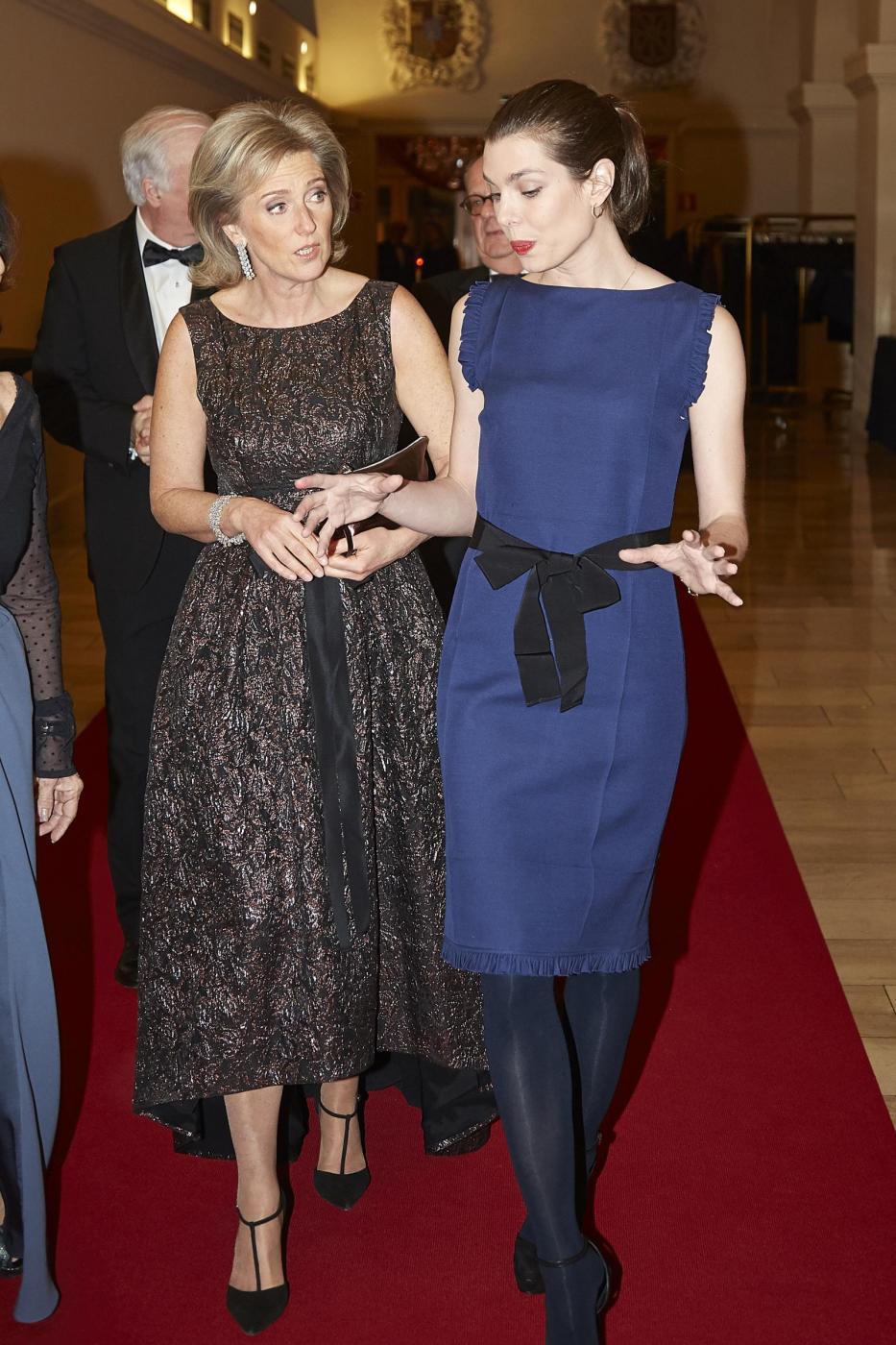 Charlotte Casiraghi: tubino blu al gala di Bruxelles FOTO