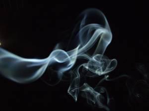 Fumo, novità da oggi: divieto in auto con minori, foto choc...
