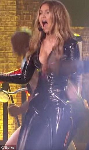 Gigi Hadid: tutina in latex aderente, fa impazzire i fan FOTO