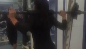 Esercizi per glutei: affondi e squat da Miss bikini VIDEO