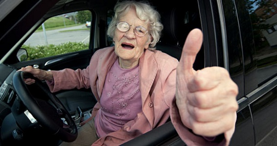 Guidare per non invecchiare: protegge da depressione e malanni