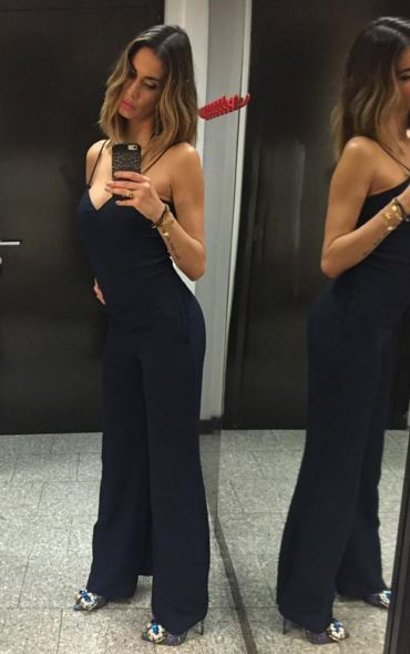 Melissa Satta, tutina nera aderente e tacchi FOTO