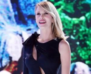 Alessia Marcuzzi, abito con spacco firmato Versace FOTO