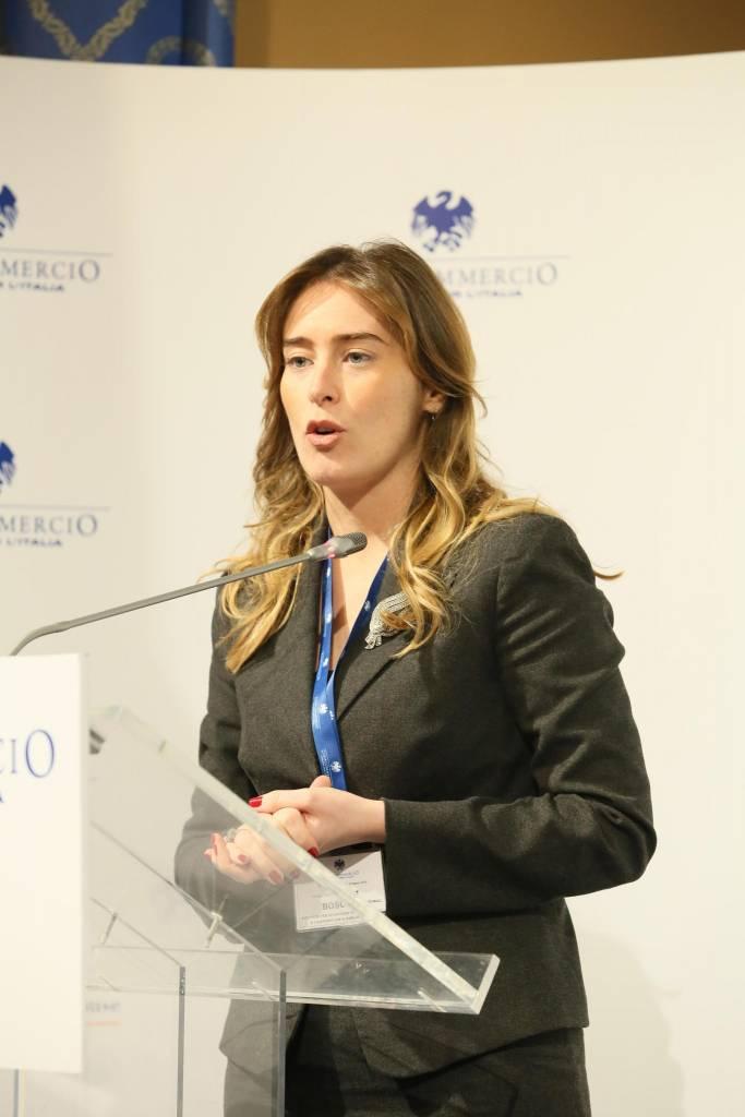 Maria Elena Boschi: completo grigio al Forum Confcommercio FOTO