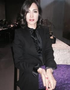 Caterina Balivo su Instagram: pantalone viola glitterato!
