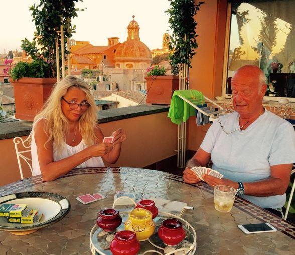 Mara venier foto del marito nicola carraro for Case vip roma