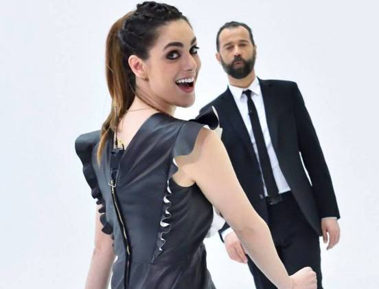 Miriam Leone: abito nero di pelle e tacchi a Le Iene FOTO