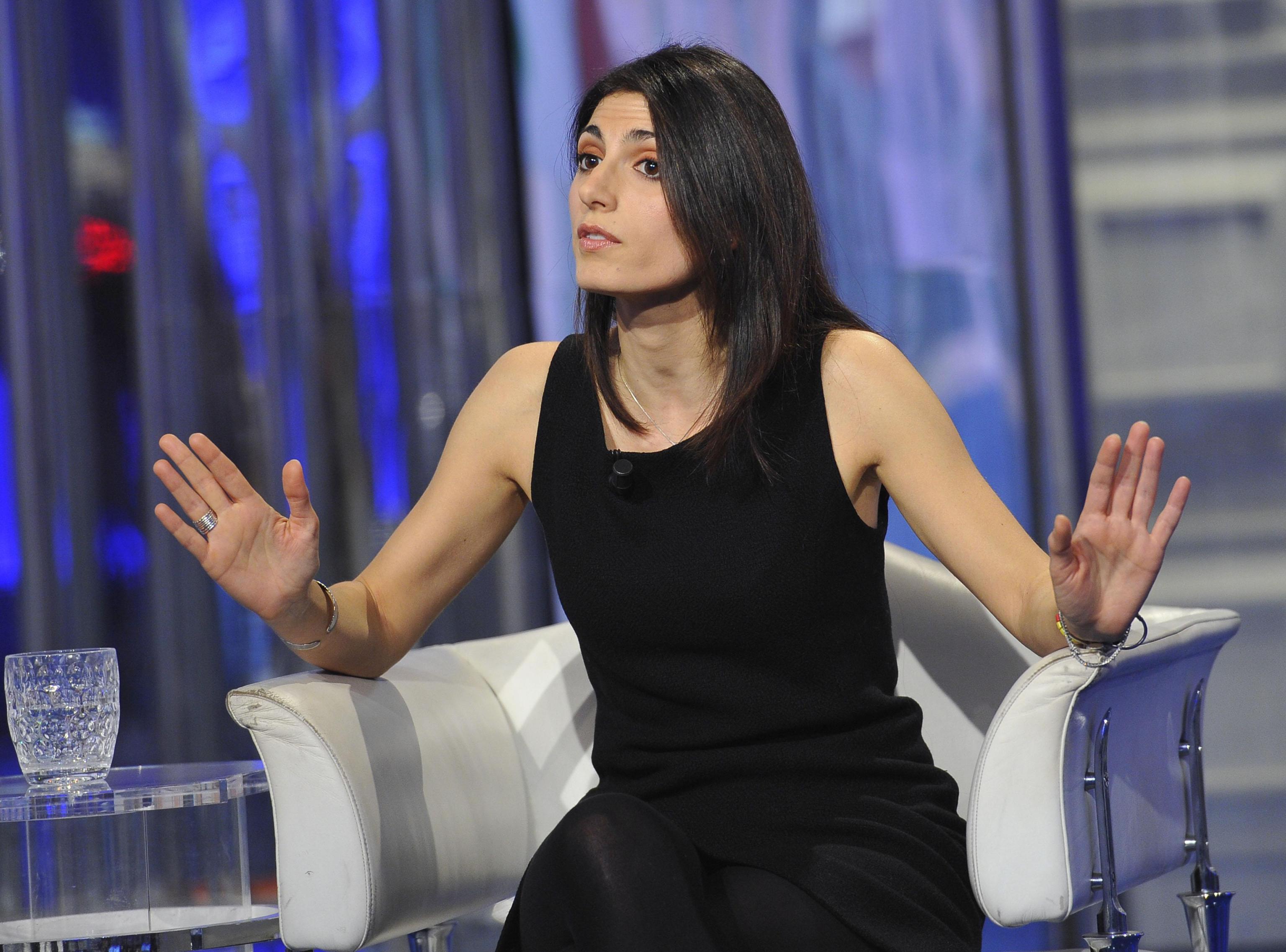 Maria Elena Boschi-Virginia Raggi: look a confronto FOTO ...