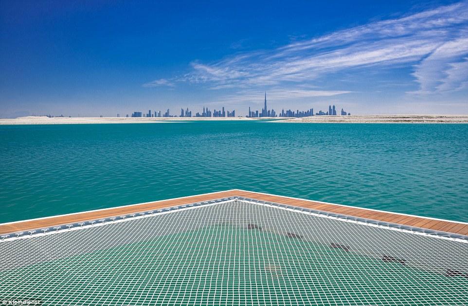 Floating Seahorse, villa immersa nel mare di Dubai11