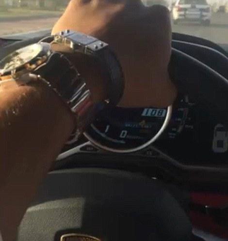 Le auto ricoperte d'oro del principe saudita6