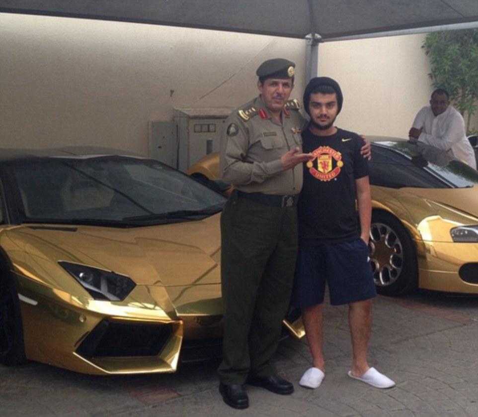Le auto ricoperte d'oro del principe saudita12