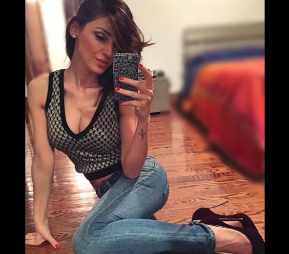 Anna Tatangelo su Instagram in lingerie e bigodini FOTO