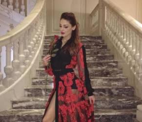 Anna Tatangelo, abito rosso con spacco firmato Mario Dice FOTO