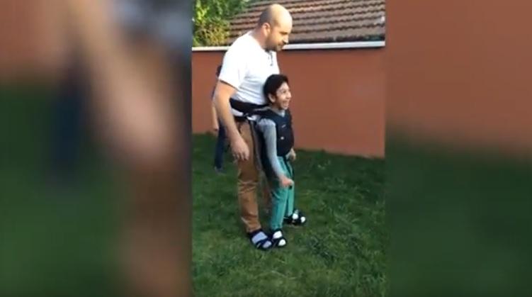 Bimbo disabile vuole giocare a calcio: il padre...VIDEO