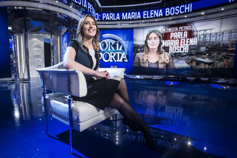 Maria Elena Boschi elegante a Porta a Porta FOTO