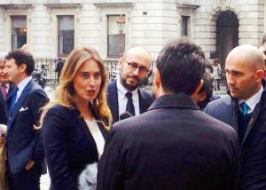 Maria Elena Boschi, tailleur nero a Londra FOTO