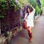 Federica Nargi, look premaman: abito bianco e camperos FOTO