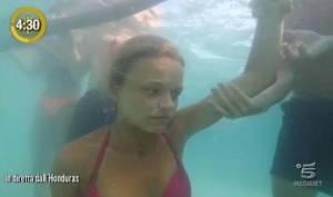 Isola dei Famosi, Mercedesz Henger in acqua: paura in studio