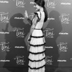 Martina Stoessel (Violetta) minigonna e tacchi a Parigi FOTO