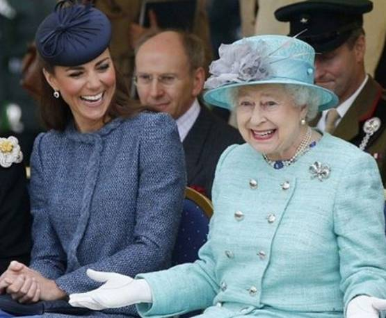 il prezzo rimane stabile ultimi progetti diversificati la migliore vendita FOTO Regina Elisabetta e Kate Middleton con i cappelli