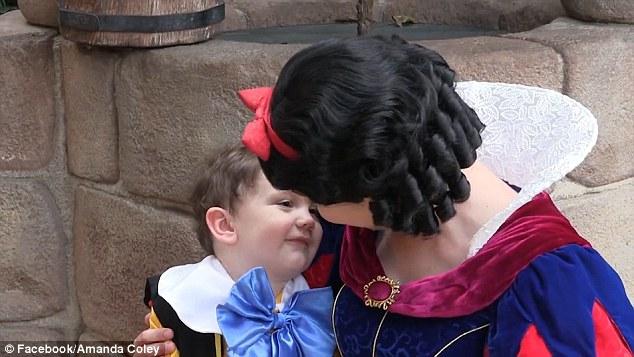 Bimbo autistico incontra Biancaneve7