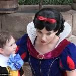 Bimbo autistico incontra Biancaneve6
