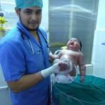 India, neonata pesa quasi 7 chili3