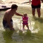Sullo sci ad acqua a soli 6 mesi: Zyla nel Guinness