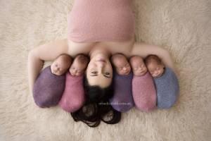 """Kim partorisce 5 gemelli VIDEO. L'amica: """"Aiutiamo la famiglia"""""""