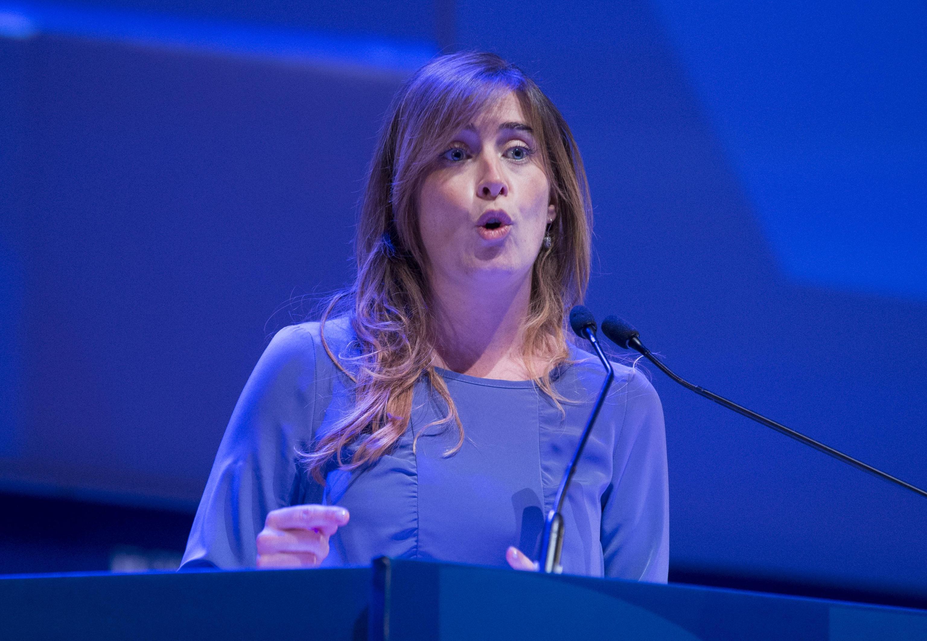 Maria Elena Boschi: mini abito viola e tacchi FOTO