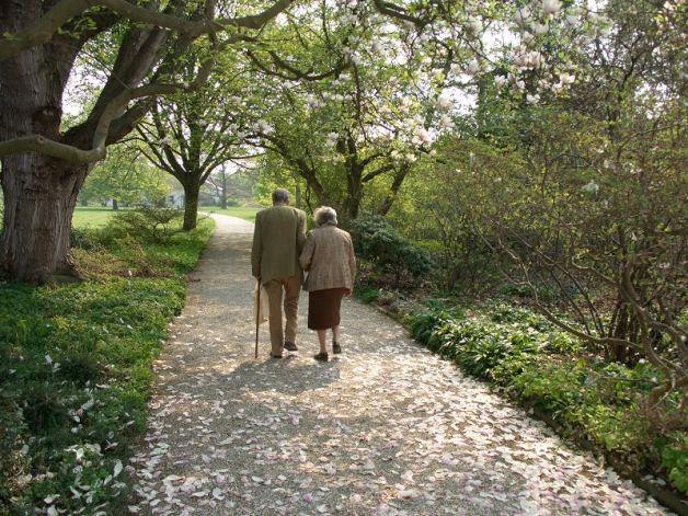 Matrimonio protegge gli uomini anziani. Mentre le vedove...