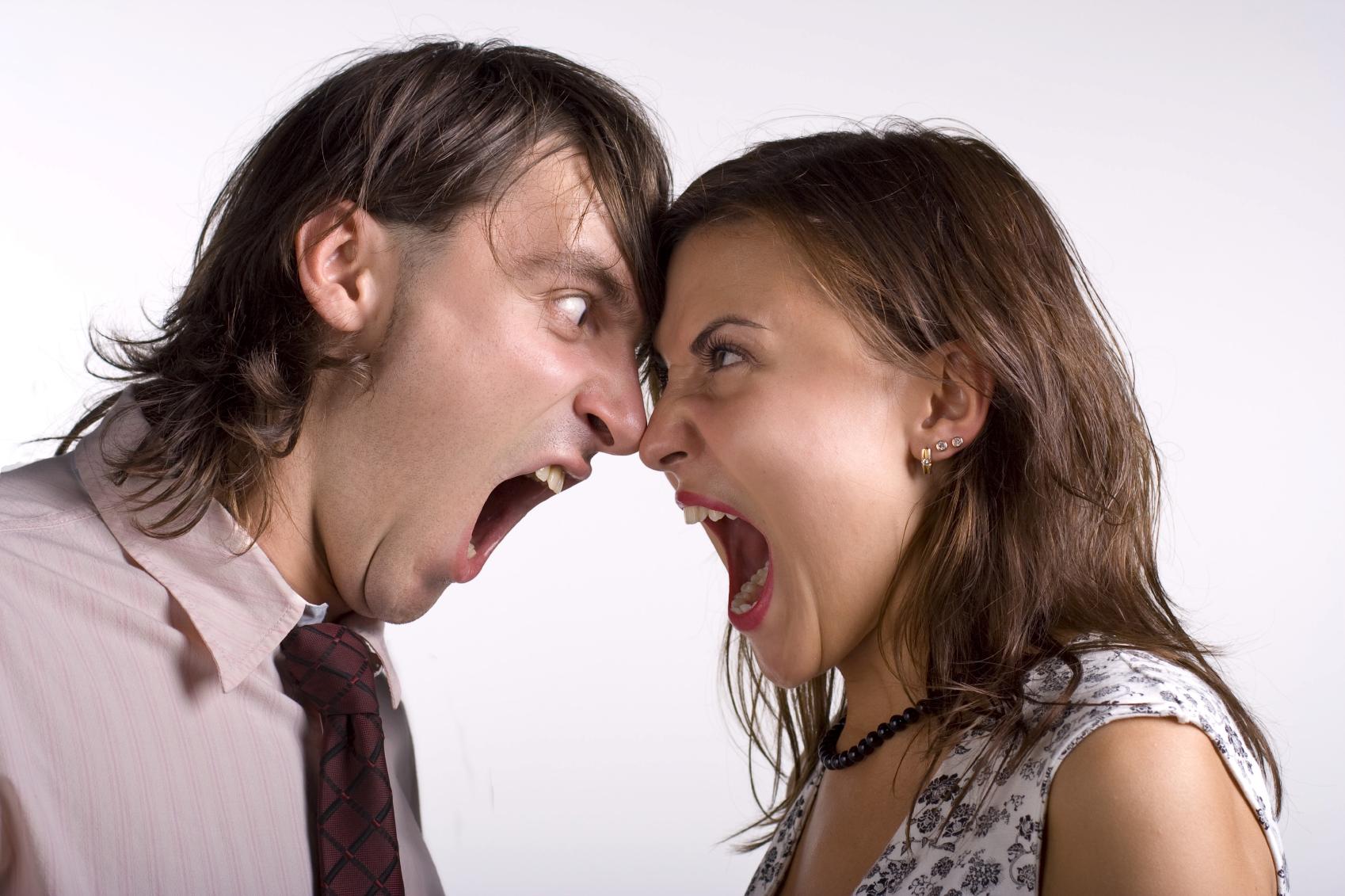 Quando ti arrabbi, gridi o taci? Cosa significa per la salute