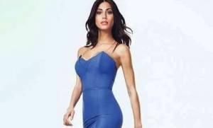 Federica Nargi diva per Ferrone: abito lungo blu aderente FOTO