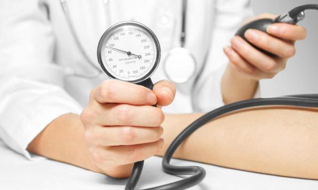 Ipertensione, 3 regole per abbassare la pressione sanguigna