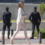 Letizia Ortiz look: completo panna e tacchi FOTO