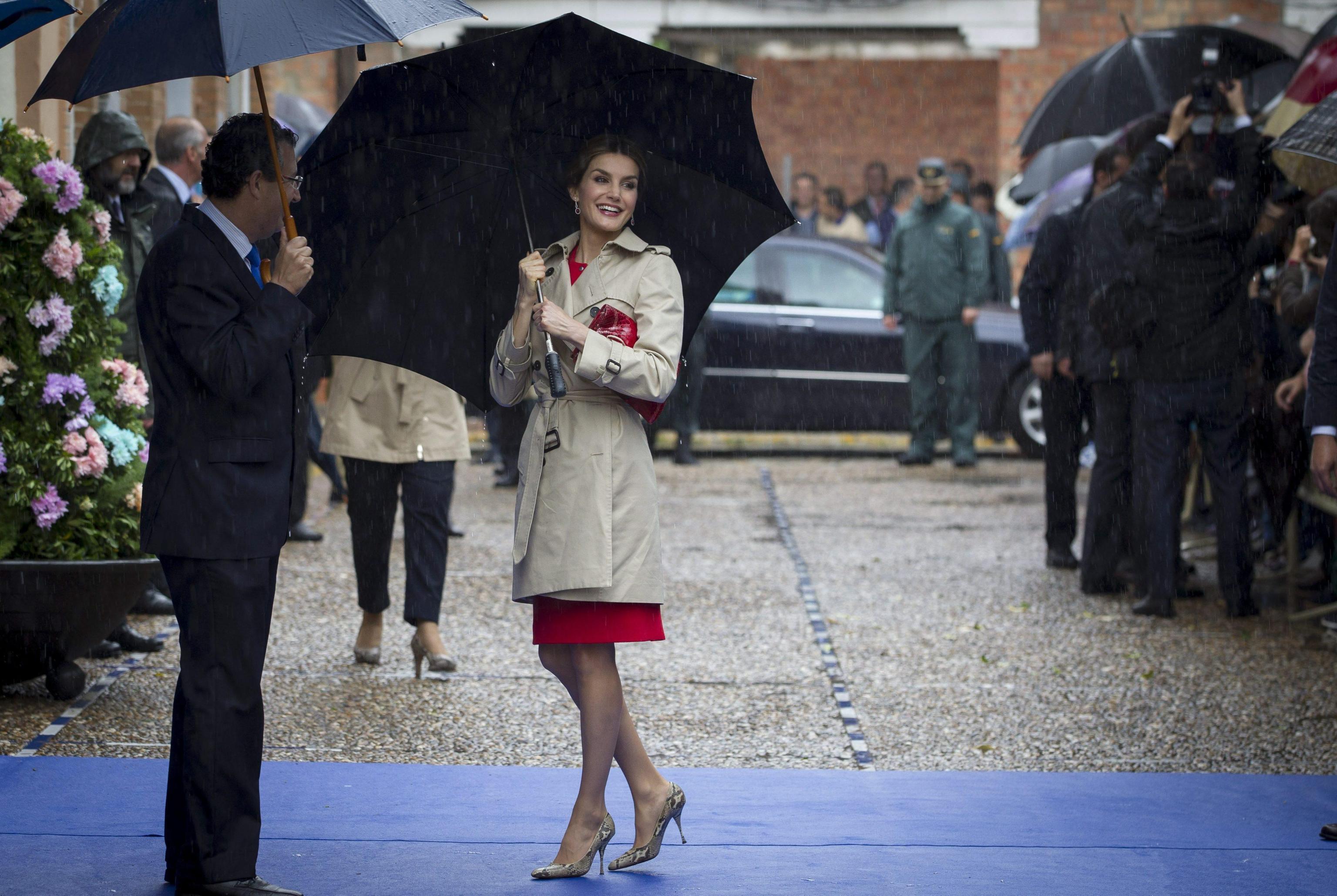 Kate Middleton, Letizia Ortiz: impeccabili in rosso FOTO 1