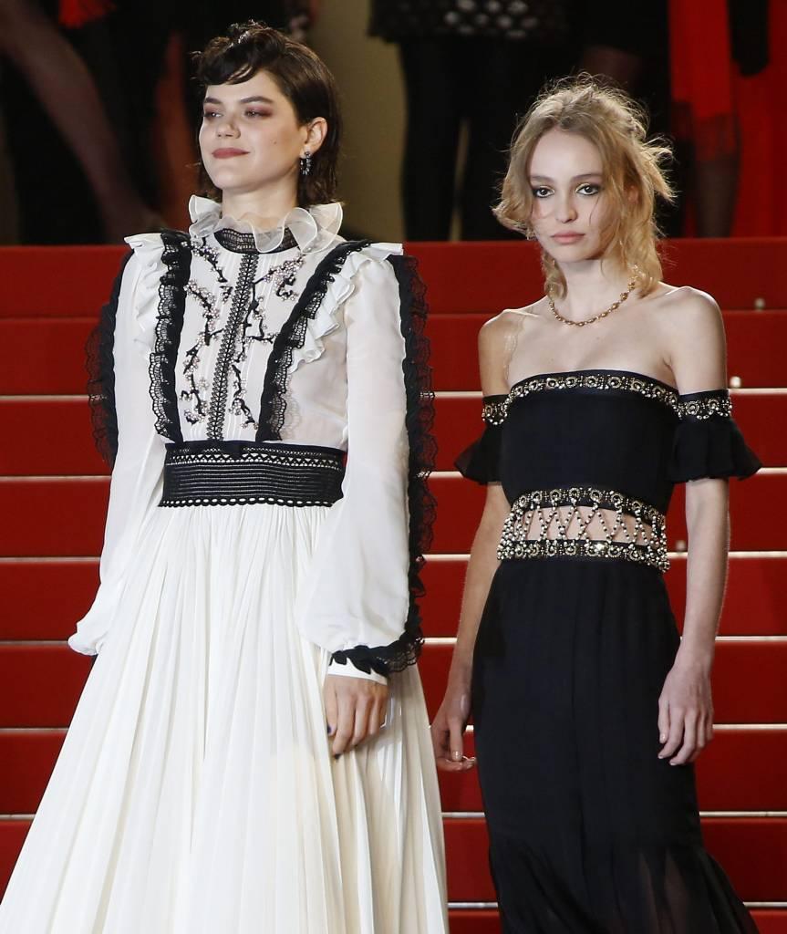 Lily Rose Depp incanta a Cannes: look Chanel FOTO