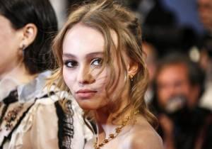 Lily Rose Depp sempre più magra: quasi scheletrica