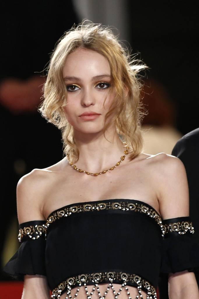 Lily Rose Depp incanta a Cannes: look Chanel FOTO u