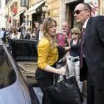 Maria Elena Boschi look: camicia gialla e pantalone nero FOTO