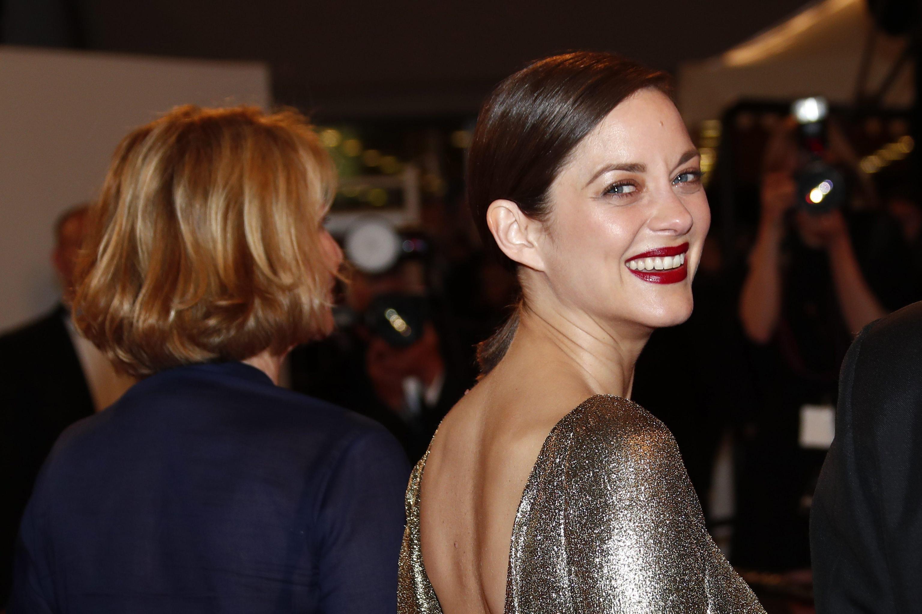 """Marion Cotillard, film """"Mal de pierres"""" stroncato a Cannes"""